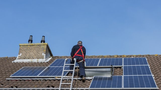 US adds record solar electric generating capacity and solar jobs