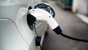 Electric vehicle charging coming to more federal workplaces