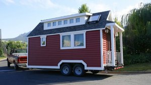 Tiny house features plastic building products to improve energy efficiency (video)