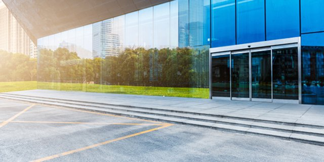 New automatic door promotes energy savings in commercial structures