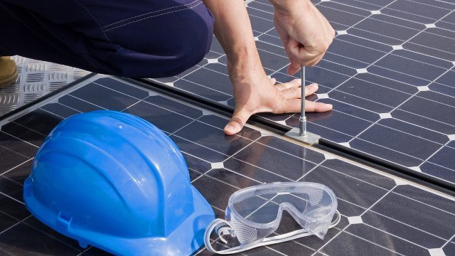 Electric meter technology reduces cost of solar power installation