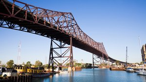 Chicago Skyway flips switch on green energy