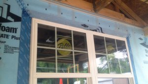Window flashing is properly integrated with house wrap above this window to create a continuous wall water barrier.